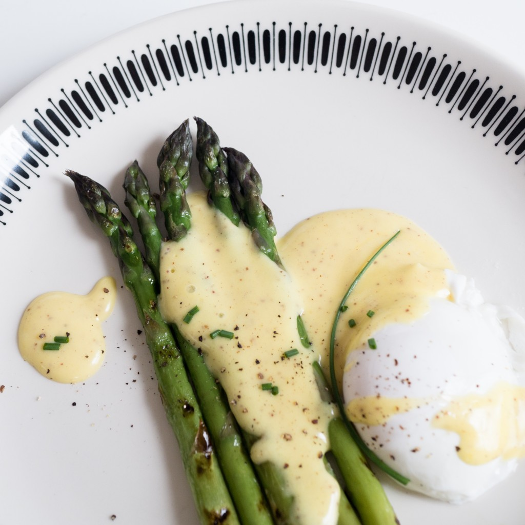 Grilled Asparagus Hollandaise